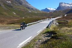 Gruppen på väg i mål efter Trollstigen. Ingvar och Anders körde sträckan tre gånger! Övriga tog en middagslur i gröngräset.