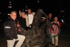 09. Vi träffade Ove Fundin i brons, han kom med bredsladd på Storgatan.